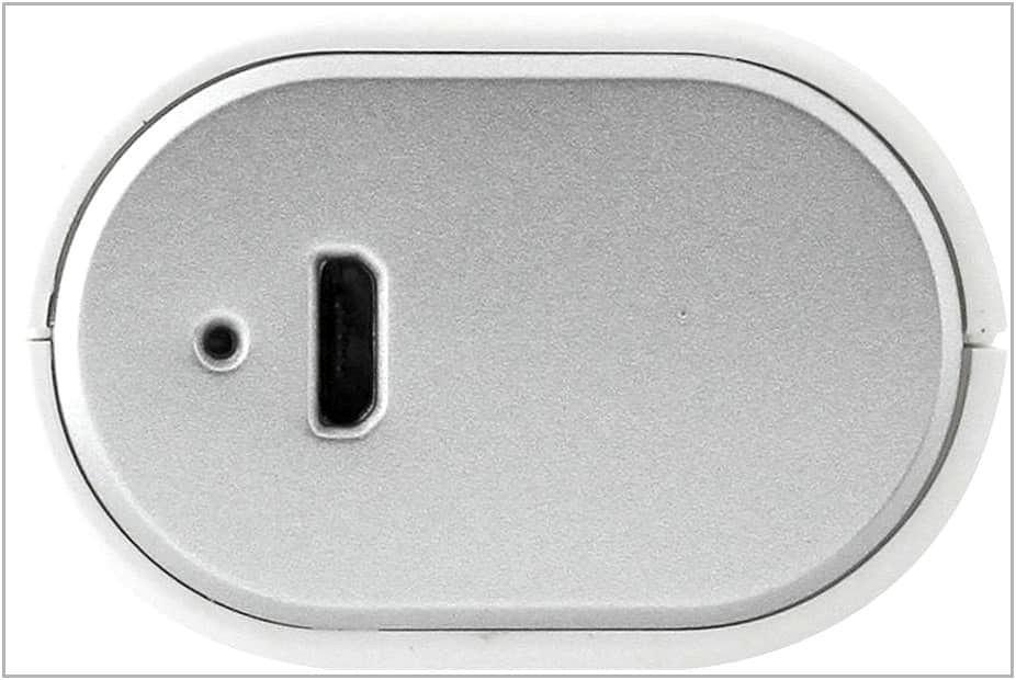 zaryadnoe-ustroistvo-c-akkumulyatorom-dlya-pocketbook-touch-2-gigabyte-power-bank-rf-g30a-3.jpg